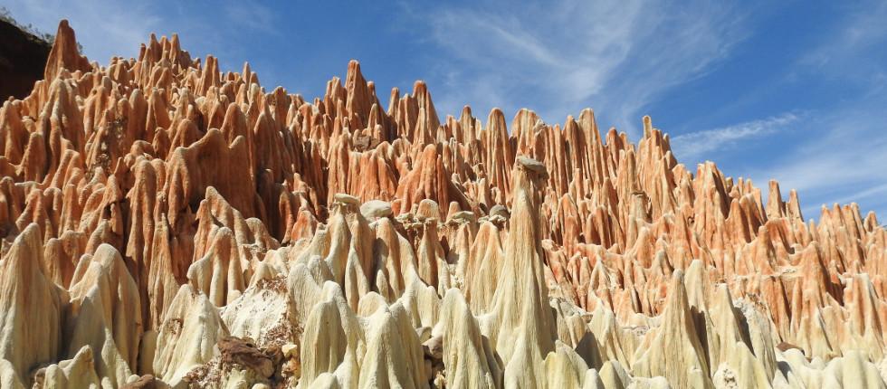 die einzigartigen Tsingy rouge im Norden Madagaskars