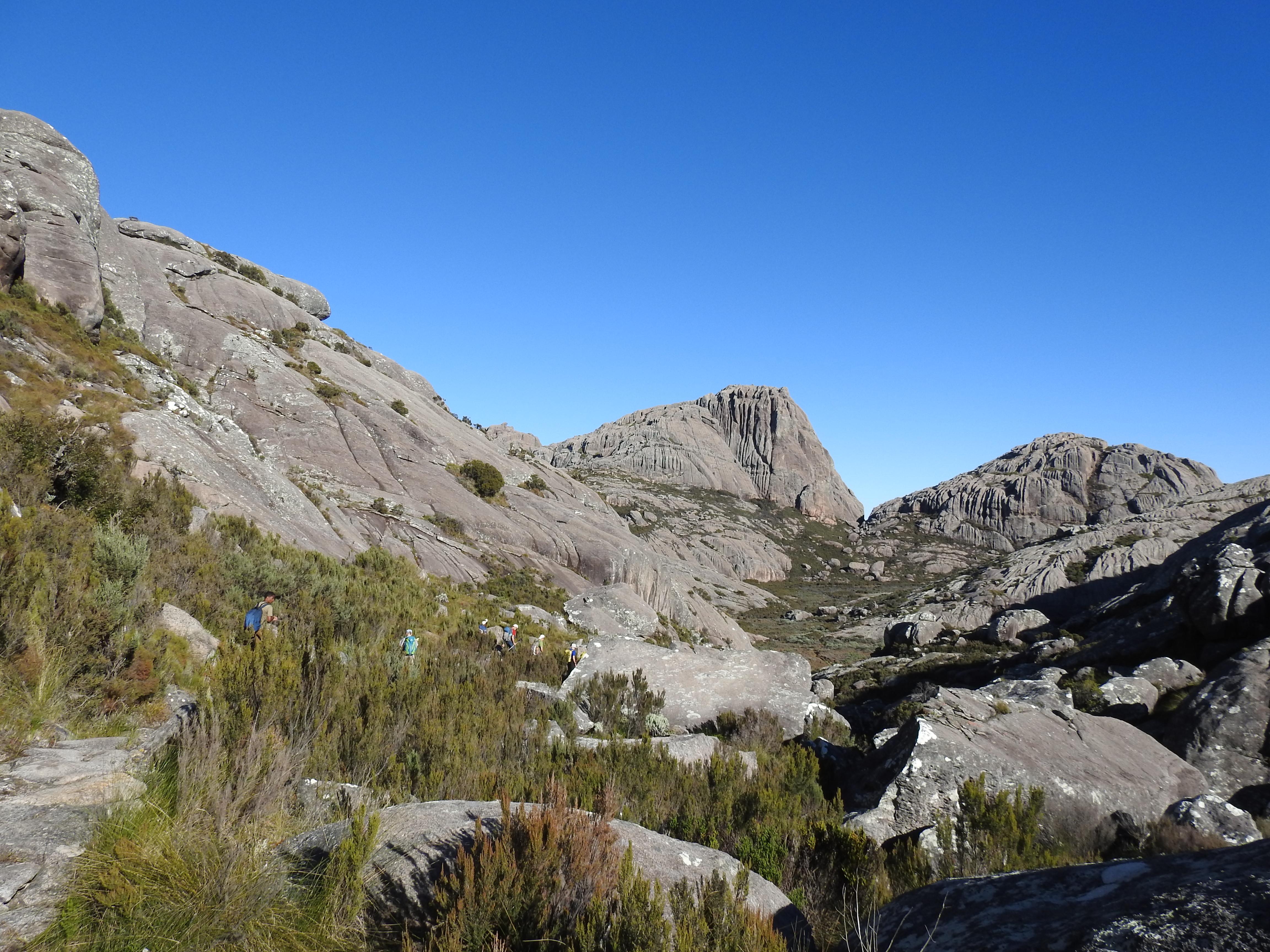 Andringitra Gebirge, auf dem Weg zum Pic Boby - der Gipfel in der Mitte des Bildes