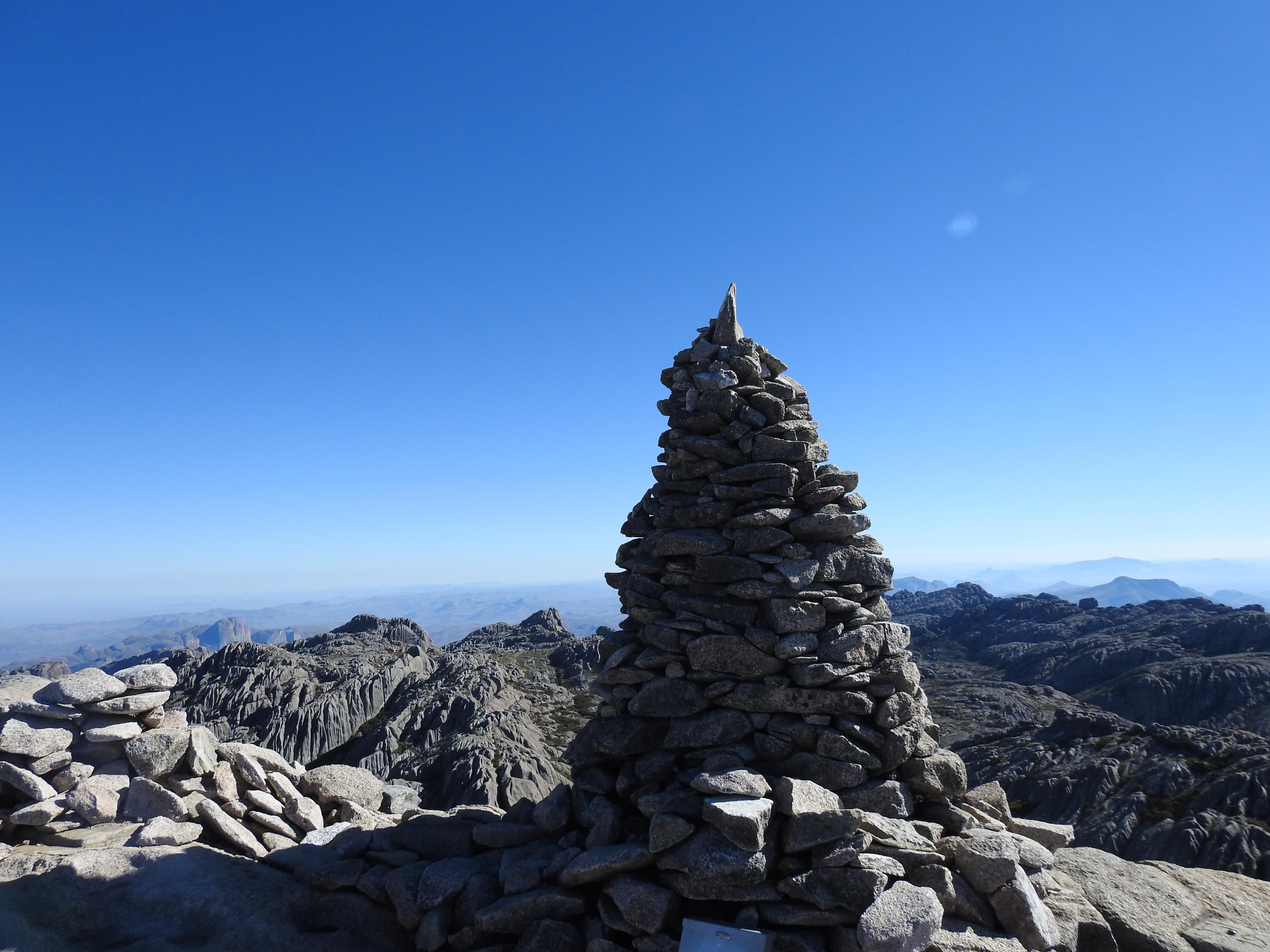 Faszinierende Aussicht in 2658m Höhe auf dem Pic Boby im Andringitra Gebirge